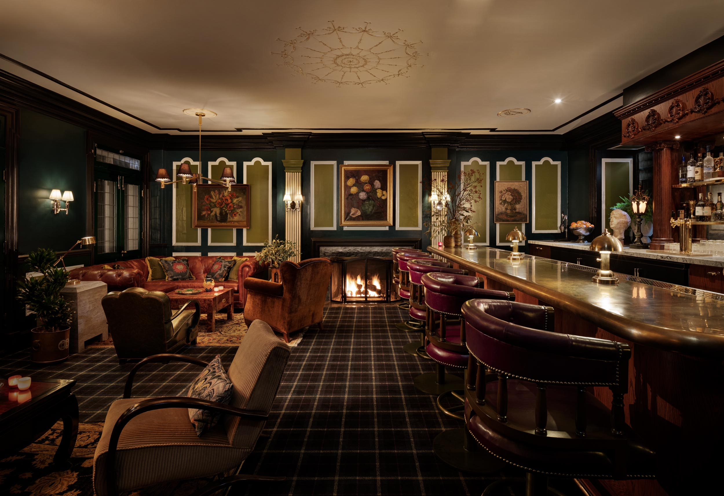 Lobby Bar with Classic Looks at The Graduate Evanston Chicago